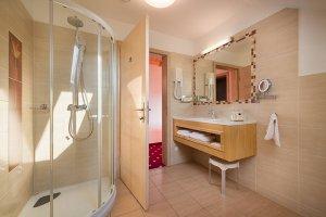 Triple room bathroom
